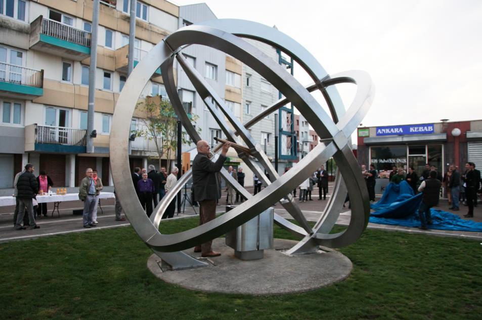 L'Astrolabe est en effet un monument interactif réalisé avec des matériaux pouvant résister aux intempéries