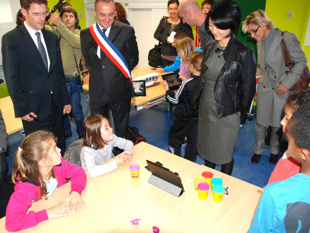 Cette visite a débuté par l'école Coluche