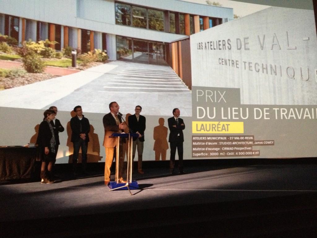 Val-de-Reuil a d'abord reçu le prix du lieu de travail pour ses Ateliers