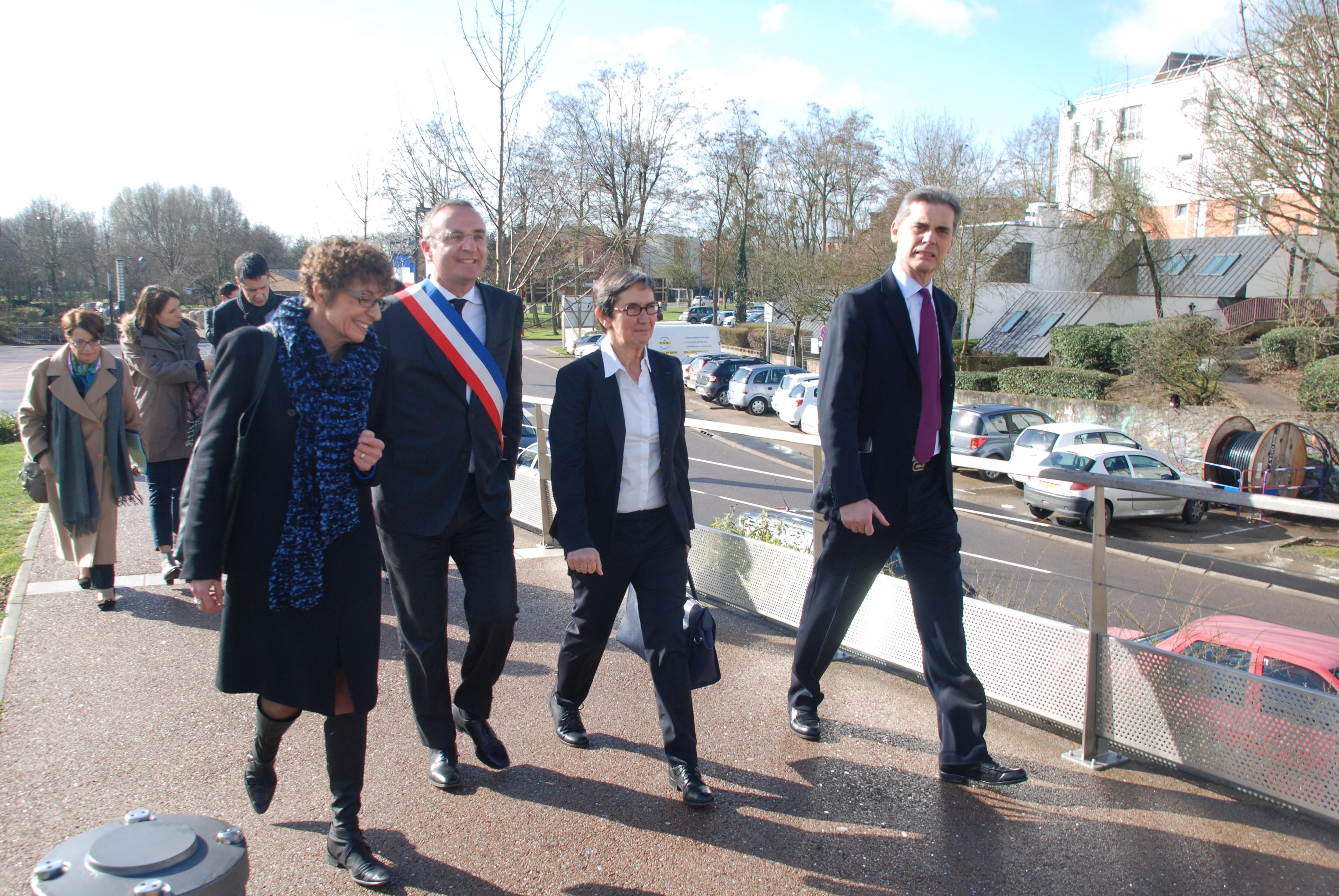 Visite de Valérie Fourneyron à Val-de-Reuil