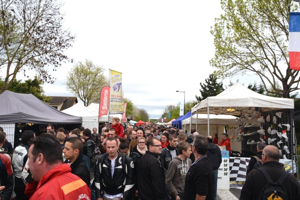 50 000 visiteurs 600 exposants aux puces moto val de reuil for Piscine de val de reuil