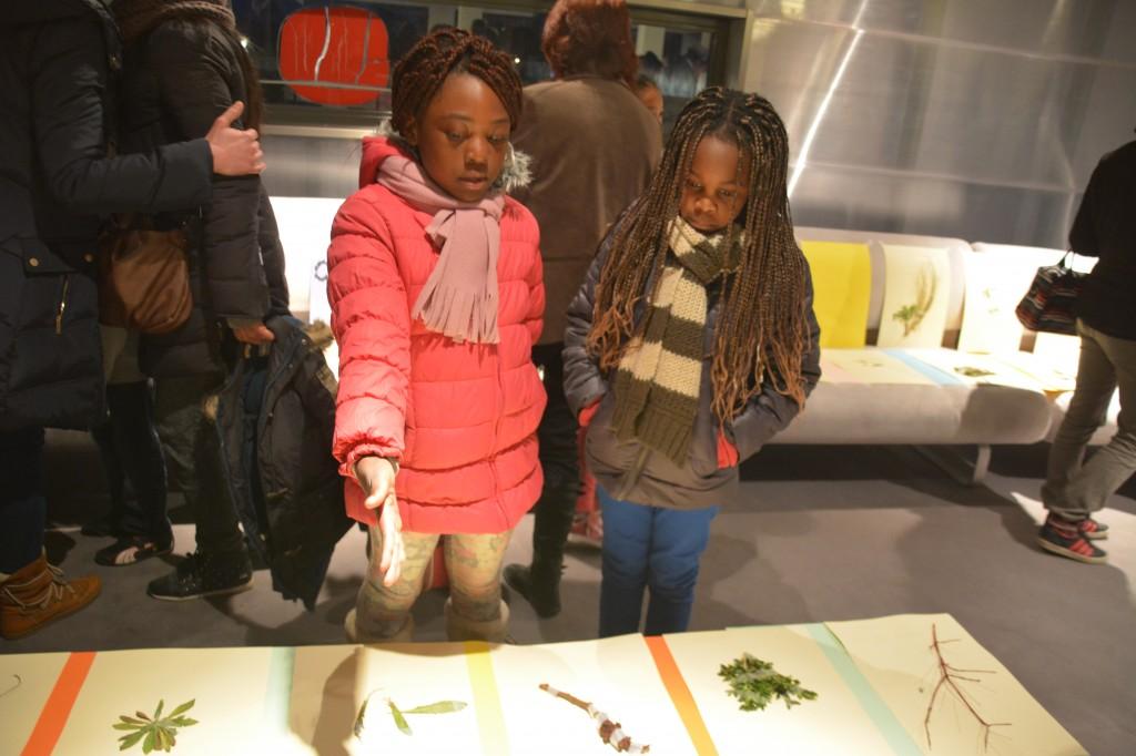 Atelier « Herbier du béton et du bitume » : où l'on a proposé une ballade-cueillette à travers la ville pour composer un jardin imaginaire