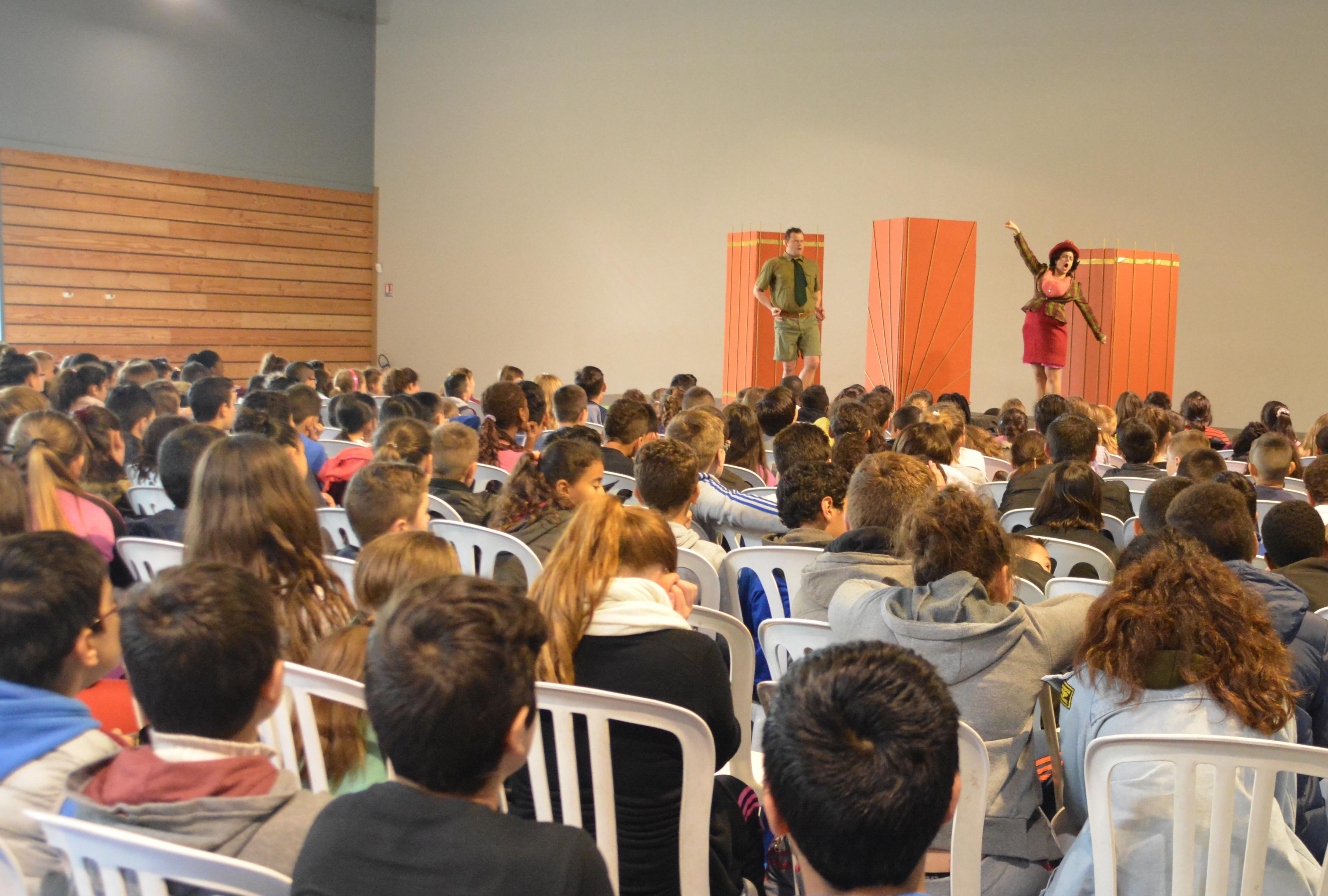 Théâtre in English pour 304 écoliers rolivalois