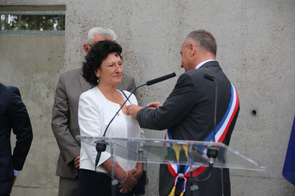 Geneviève Adiasse décorée de l'Ordre du Mérite