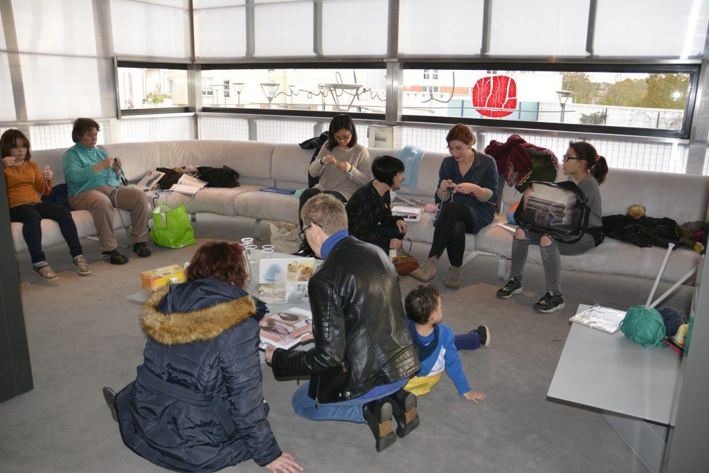 Atelier tricot à la médiathèque