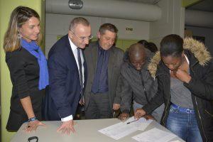 Marc-Antoine Jamet, entouré du Principal Etienne Crétu et de son adjointe Kattel Gaillardou, est venu saluer les élèves