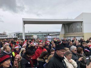 Symboliquement, la marche citoyenne s'est achevée devant le collège de Pont de l'Arche