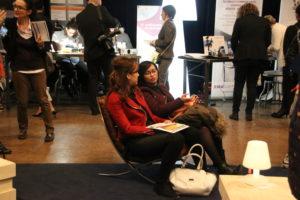 Saloua (à droite) espère décrocher son ticket pour une formation en design