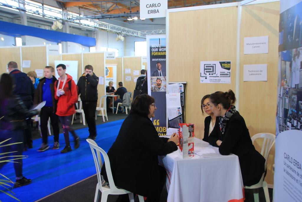 De nombreuses entreprises étaient venues avec des offres d'emploi