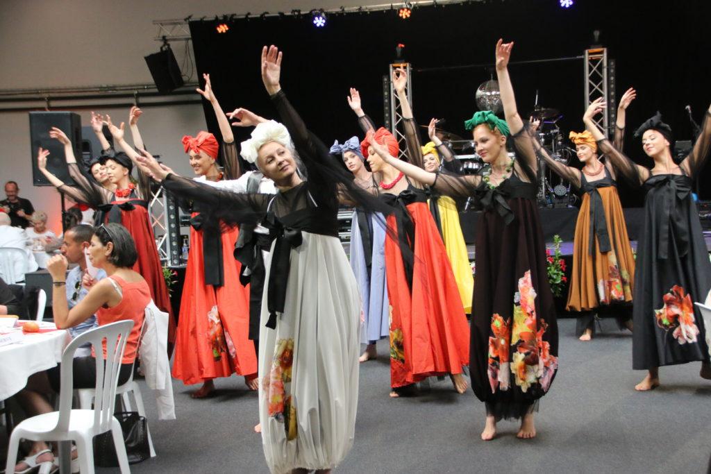 Les danseurs de cabaret russe ont fait le spectacle