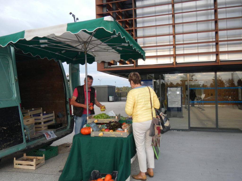 0bfe676b805 Des légumes de saison les jeudis soirs à la gare SNCF de Val-de ...