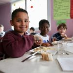 Chaque vendredi, les petits Rolivalois savourent un repas 100 % bio, « jusqu'au pain »