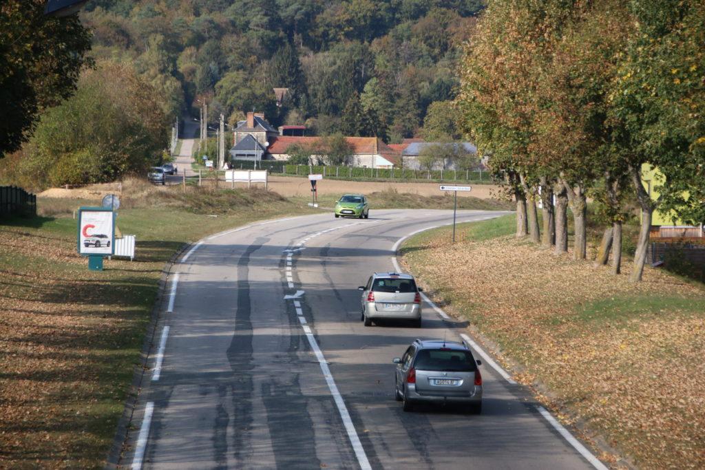 Un giratoire paysager cassera la vitesse en haut de la voie blanche