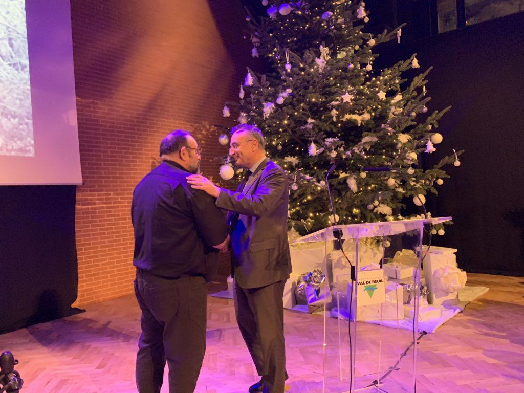 Marc-Antoine Jamet a remis à Eric Hébert la médaille de la ville jeudi 20 décembre