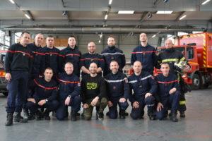 Benoît Coulaud entouré des sapeurs-pompiers de la caserne Louviers Val-de-reuil
