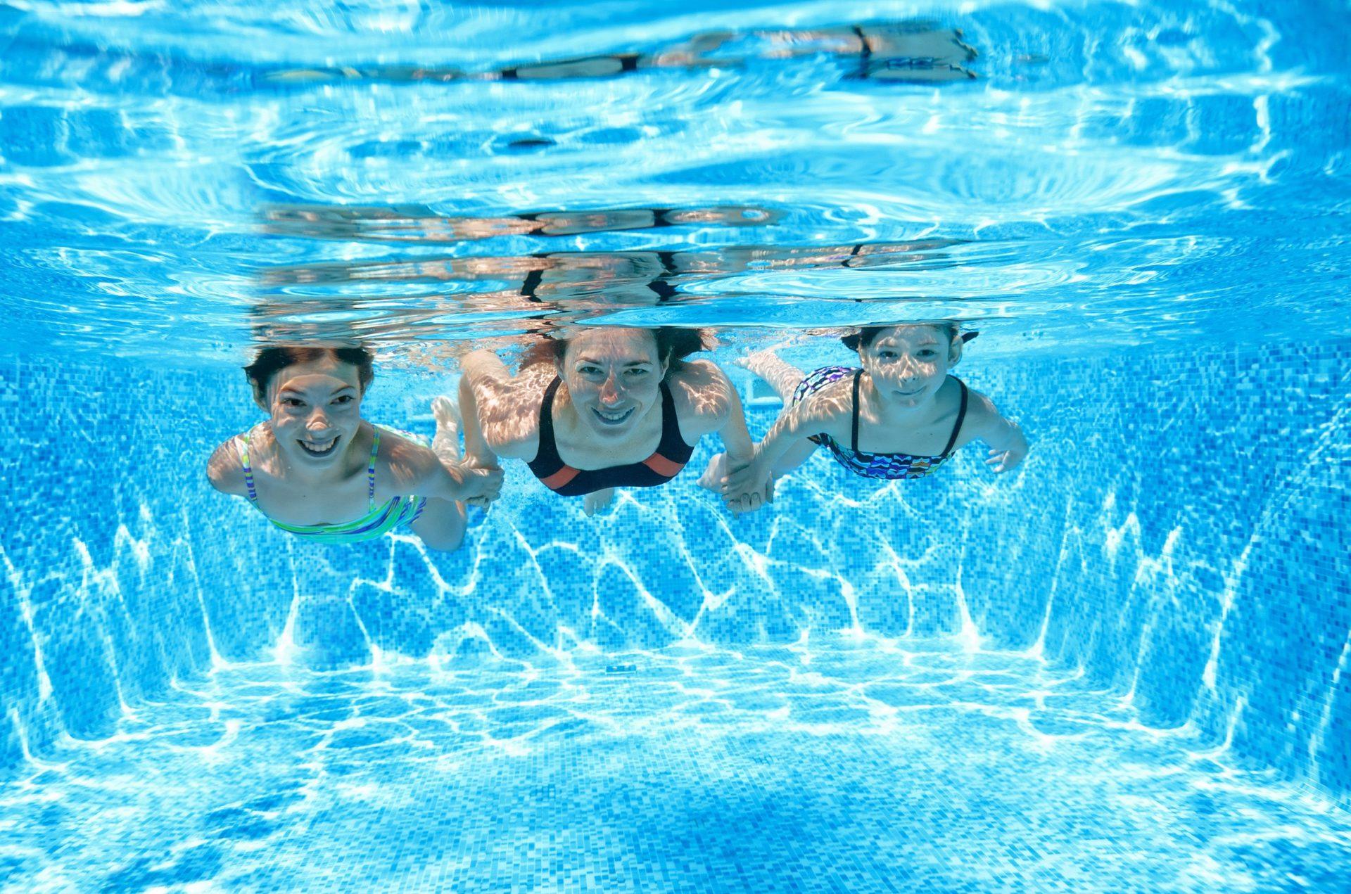Sous le soleil des Tropiques à la piscine le 26 avril