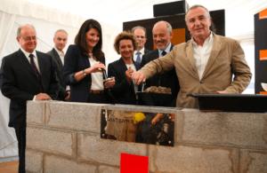 La premiere pierre du 2e data center d'Orange a été déposée ce matin en présence de Stéphane Richard, pdg national d'Orange