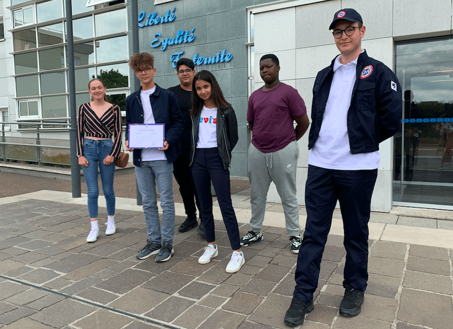 Cannelle, Arthur, Tarik, Salma, Bryan et Nolan (de g. à d.) sont rentrés transformés de leurs 2 semaines de SNU