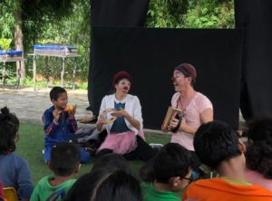 Nos deux clowns ont semé le rire, village après village
