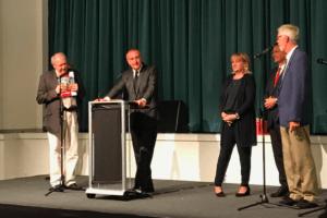 Marc-Antoine Jamet et Suzanne Geils, maire de Ritterhude (au 2eplan à droite), souhaitent renforcer plus encore les liens entre les deux villes en développant de nouveaux projets.