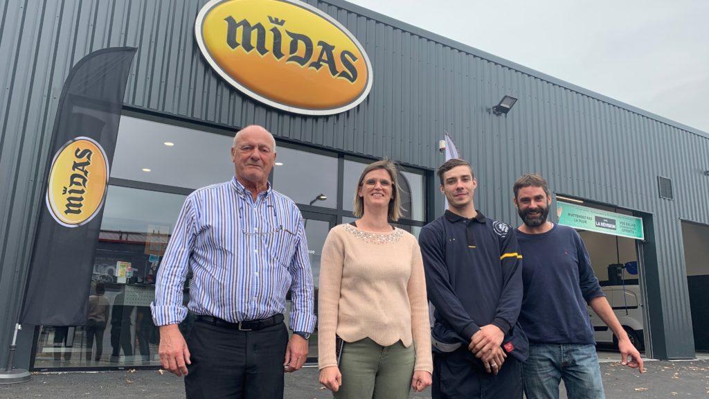 Sylvain Dubreuil, président du groupe Dubreuil, sa fille Ludivine et deux de ses salariés heureux d'annoncer la naissance de Midas à Val-de-Reuil