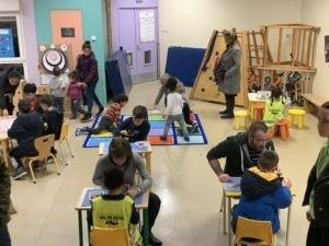De nombreux parents de l'école Coluche ont partagé avec leurs enfants une grande soirée jeux mardi soir
