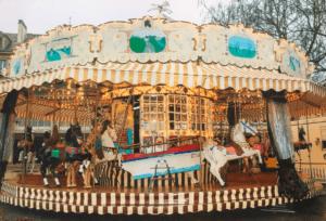 Un magnifique carrousel emmènera les enfants dans la magie des chevaux de bois