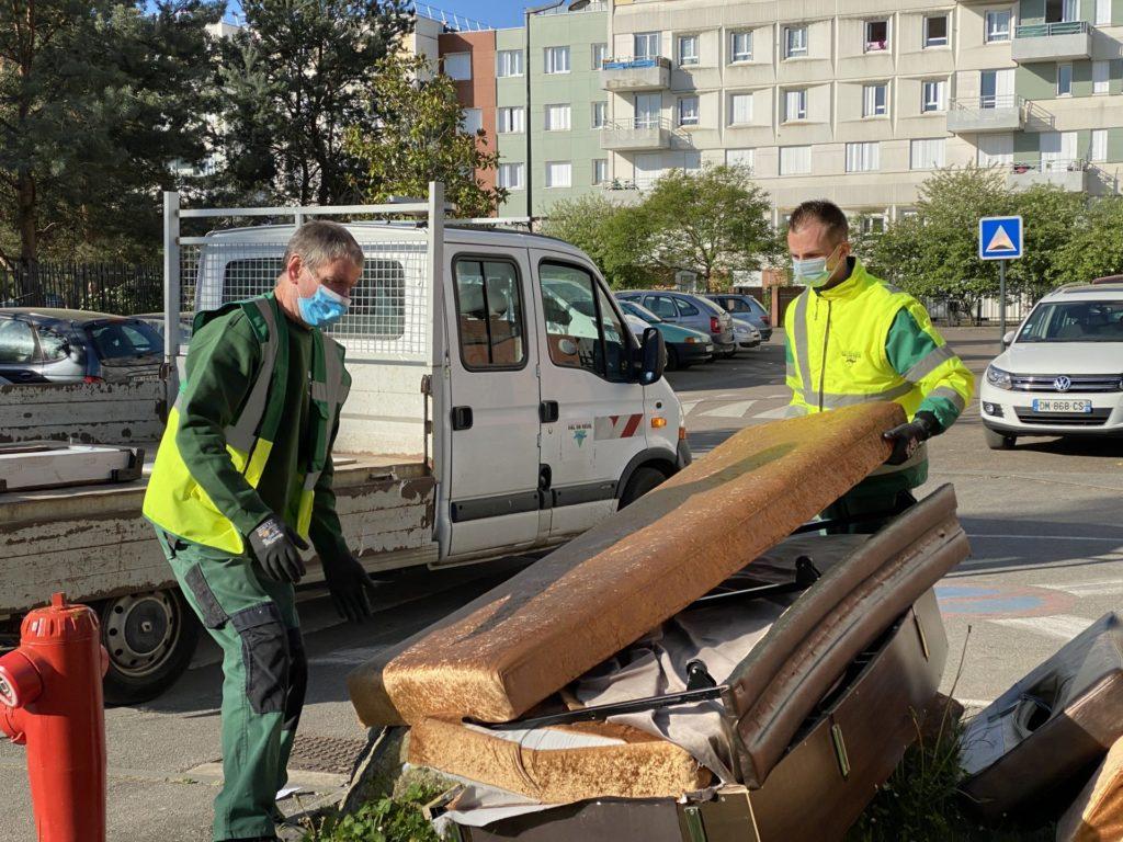 """Evacuer les dépôts sauvages """"interdits"""" : une mission trop fréquente pour nos services techniques"""