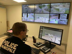 Les policiers municipaux ont également recours aux caméras pour s'assurer du bon respect du confinement.