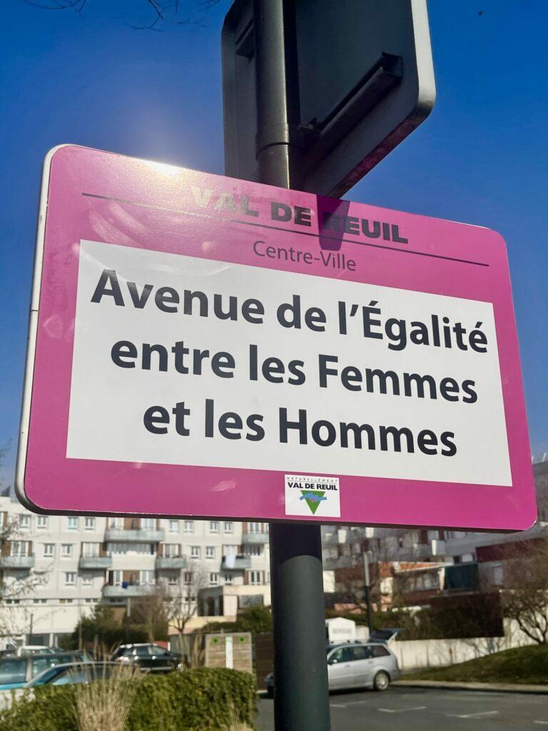 L'avenue des Falaises rebaptisée Avenue de l'Egalité entre les Femmes et les Hommes