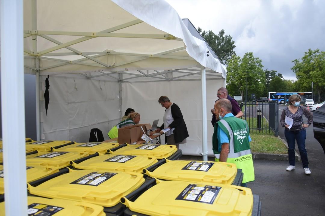 Distribution des bacs jaunes devant les écoles du 23 au 27 août